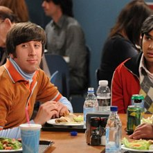 Simon Helberg e Kunal Nayyar nell'episodio The Zazzy Substitution di The Big Bang Theory