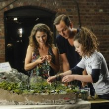 Will Arnett, Keri Russell e Stefania Owen in Oil & Water di Running Wilde