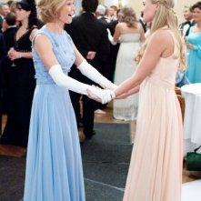 Diane Lane e Amanda Michalka in una scena di Secretariat