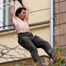 Tom Cruise a torso nudo sul set di Mission: Impossible 4