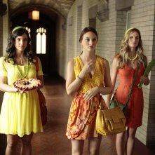 Melissa Fumero, Leighton Meester e Alice Callahan nell'episodio Goodbye Columbia di Gossip Girl