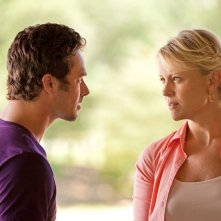 Taylor Kinney parla con Marguerite MacIntyre nell'episodio Kill Or Be Killed di Vampire Diaries