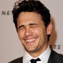 James Franco scoppia a ridere durante una premiere di 127 Hours