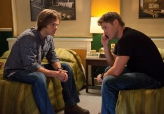 Jared Padalecki e Jensen Ackles nell'episodio Weekend at Bobby's di Supernatural