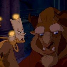 Lumière e la Bestia in una scena del film d'animazione La bella e la bestia