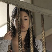 Meaghan Rath in una scena del remake di Being Human