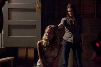 Sarah Roemer e Taylor Cole nell'episodio A Matter of Life and Death di The Event