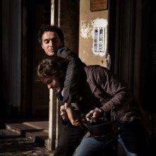Claudio Santamaria in una scena del film tv Le cose che restano