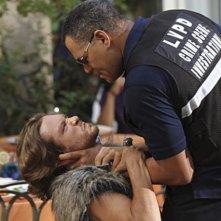 Laurence Fishburn con l'ospite speciale Michael Graziadei nell'episodio Blood Moon di CSI