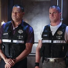 Laurence Fishburn e George Eads nell'episodio Blood Moon di CSI