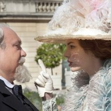 Louise Bourgoin con Nicolas Giraud in una scena di Adele e l'enigma del faraone