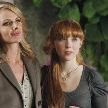 Molly C. Quinn e Monet Mazur in una scena dell'episodio Anatomy of a Murder di Castle