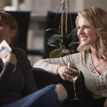 Molly C. Quinn e Monet Mazur nell'episodio Anatomy of a Murder di Castle