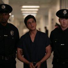 Shahrukh Khan (al centro) nel film Il mio nome è Khan