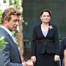 Simon Baker e Cristine Rose nell'episodio Pink Channel Suit di The Mentalist