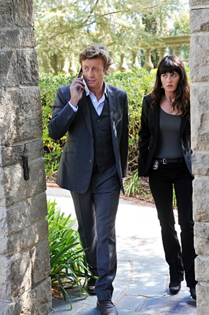 Simon Baker E Robin Tunney In Una Scena Dell Episodio Pink Channel Suit Di The Mentalist 178565