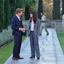 Simon Baker e Robin Tunney nell'episodio Pink Channel Suit di The Mentalist