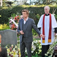 Simon Baker nell'episodio Pink Channel Suit di The Mentalist