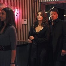 Stana Katic e Nathan Fillion nell'episodio Almost Famous di Castle