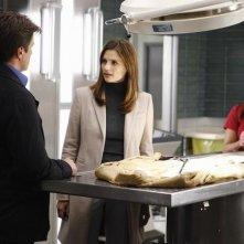 Stana Katic, Tamala Jones e Nathan Fillion nell'episodio Punked di Castle