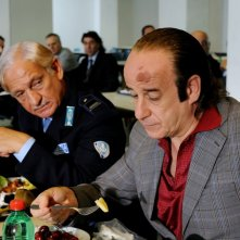 Toni Servillo nei panni di un contabile carcerario in Gorbaciof