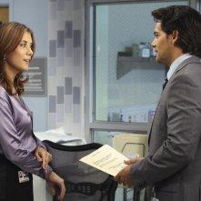 Kate Walsh e Cristian de la Fuente in Private Practice nell'episodio In or Out