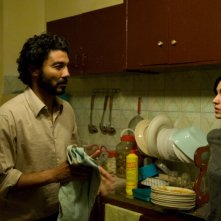 Khaled Nabawy e Liraz Charhi in una scena del film Fair Game