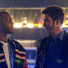 Omari Hardwick e Dylan McDermott nell'episodio Liar's Poker di Dark Blue