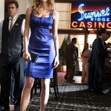 Tricia Helfer nell'episodio High Rollers di Dark Blue