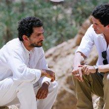 Amr Waked e Alessandro Gassman in una sequenza del dramma Il padre e lo straniero
