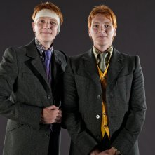 Wallpaper: I gemelli James e Oliver Phelps per il film I Doni della Morte - parte 1