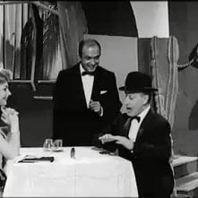 Nello Appodia in una scena Totò a Parigi con Sylva Koscina e Totò