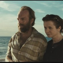Emily Watson con Hugo Weaving nel dramma Oranges and Sunshine