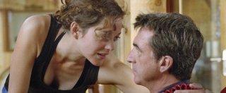Marion Cotillard con François Cluzet in una scena di Les petits mouchoirs
