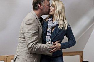 Mikael Persbrandt e Trine Dyrholm in scena del dramma In a Better World (Hævnen)