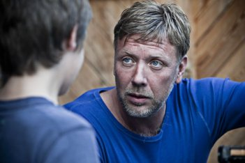 Mikael Persbrandt nel dramma In a Better World (Hævnen)