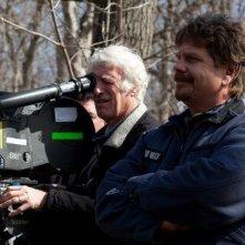 Il regista John Wells sul set del suo The Company Men