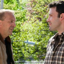 Kevin Costner e Ben Affleck in una scena del film The Company Men