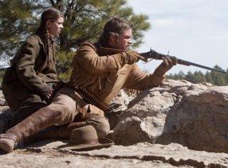 Ancora Matt Damon in azione in True Grit. Al suo fianco Hailee Steinfeld