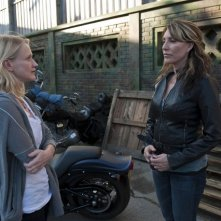Paula Malcomson e Katey Sagal in Sons of Anarchy nell'episodio Lochan Mor