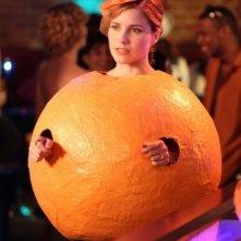 Brooke (Sophia Bush) vestita da Arancia per Halloween nell'episodio Not Afraid di One Tree Hill