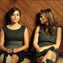 Haley (Bethany Joy Galeotti) e Brooke (Sophia Bush) nell'episodio Nobody Taught Us to Quit di One Tree Hill