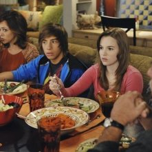Autumn Reeser, Jimmy Bennett, Kay Panabaker e Bruce McGill nell'episodio No Ordinary Visitors di No Ordinary Family
