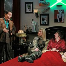 George Takei, Katee Sackhoff, Melissa Rauch e Simon Helberg nell'episodio The Hot Troll Deviation di The Big Bang Theory