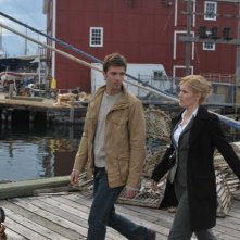 Lucas Bryant ed Emily Rose in un momento dell'episodio Welcome to Haven della serie Haven