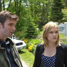 Lucas Bryant ed Emily Rose in una scena dell'episodio Butterfly della serie Haven