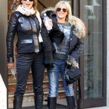 Samantha Fox e Sabrina Salerno lasciano gli studi della RAI dopo la promozione del loro single 'Call me'