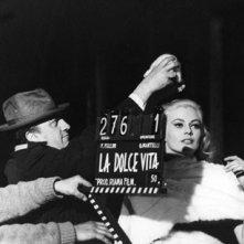 Anita Ekberg e Fellini sul set de La dolce vita