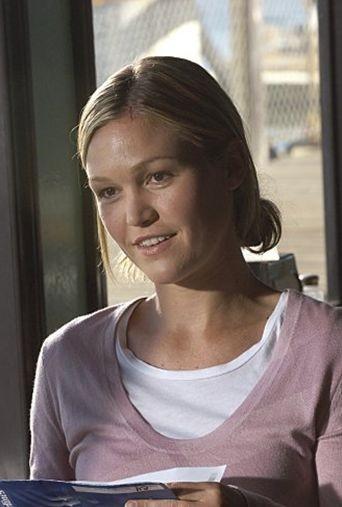 Julia Stiles in una sequenza dell'episodio First Blood di 'Dexter'