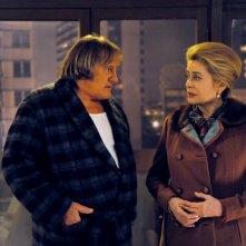 Catherine Deneuve e Gerard Depardieu nel film Potiche